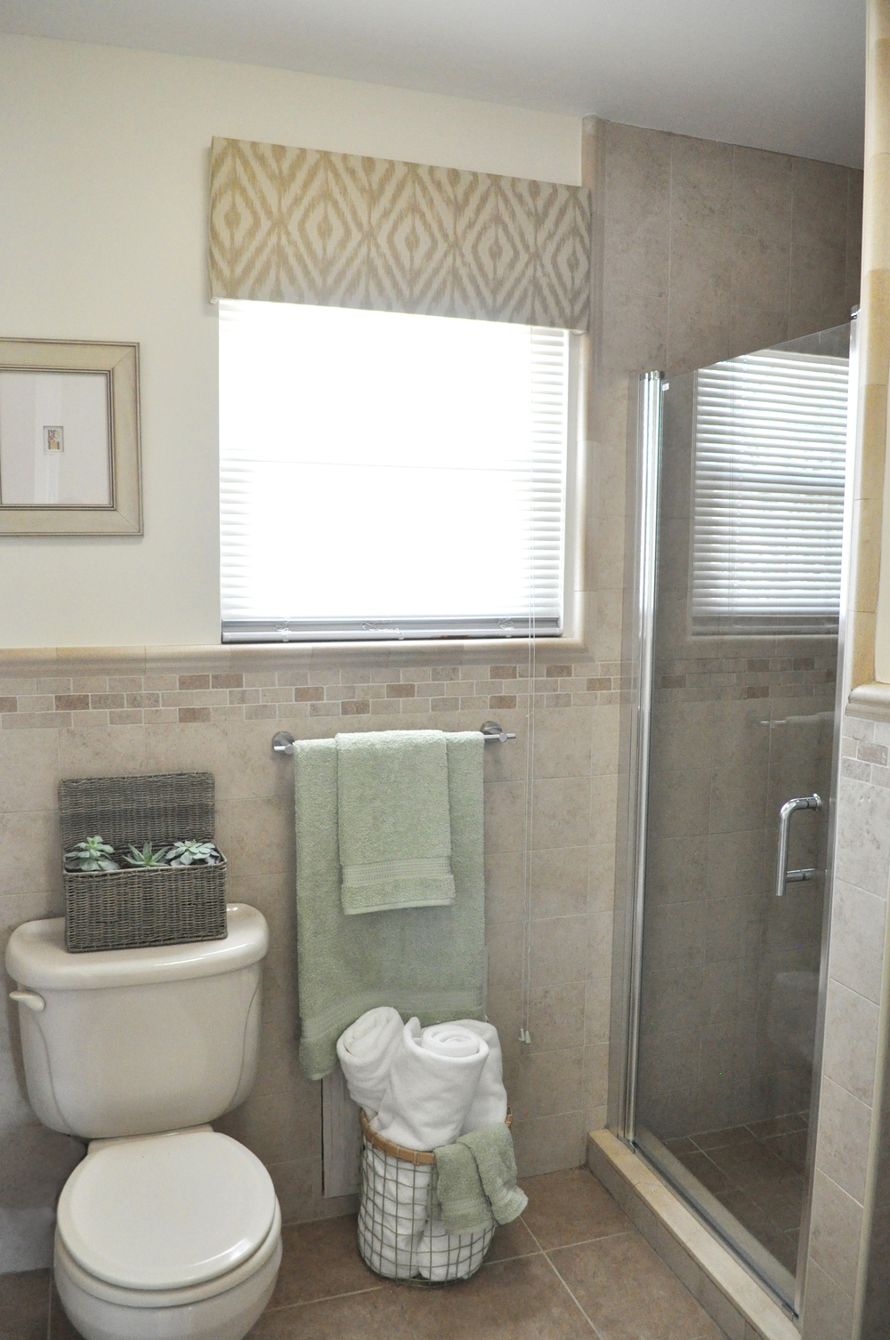 Kim Annick Mitchell_Production Designer_HGTV_Buying and Selling with The Property Brothers_Season 3_Episode 315_Master Bath_Styling_Glass Door_Valance_No remodel.jpg