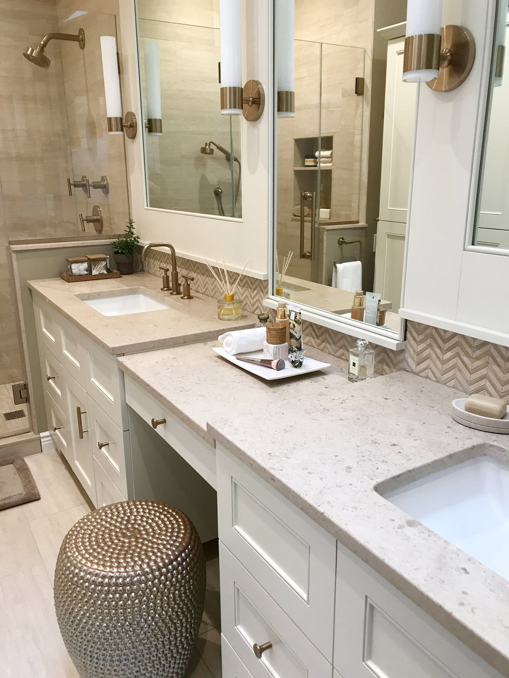 KAM Design_MasterBath_Vanities_MakeupTable_Mirrors_Pleasantville_2017 - 10.jpg