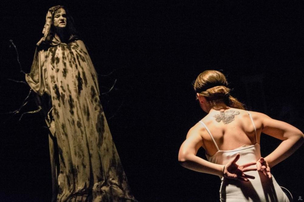 David LLorente.Teatro.Los cisnes de Chernobil