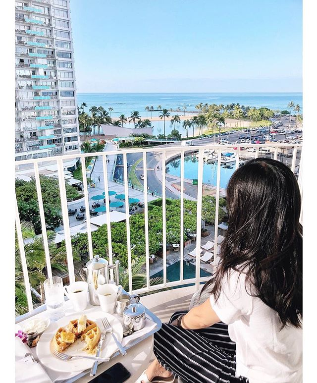 Woke up at 6AM for a moment to ourselves and this view before cramming as much as possible into our last day in Hawaii. Can't believe there is a hurricane headed toward the islands when it feels like we were just there, sweating like 🐷🐷🐷. Stay safe everyone! 🙏🏼✨💕 #roomservicewithaview #themodernhonolulu #waikiki