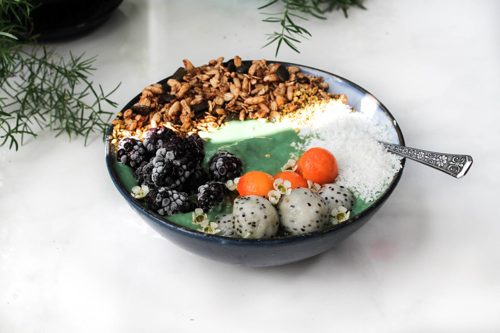 MERMAID SMOOTHIE BOWL + HAWAII DAYDREAMS GUIDE || Cream + Honey