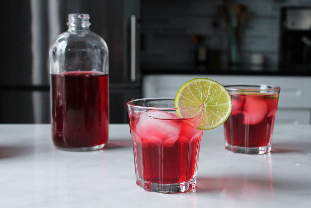 Ginger Hibiscus Switchel || This healthy fermented drink recipe is super easy and uses only a few ingredients. Similar to kombucha and perfect for a summer mocktail or a detox! Add gin to make it a cocktail. || www.creamandhoney.ca