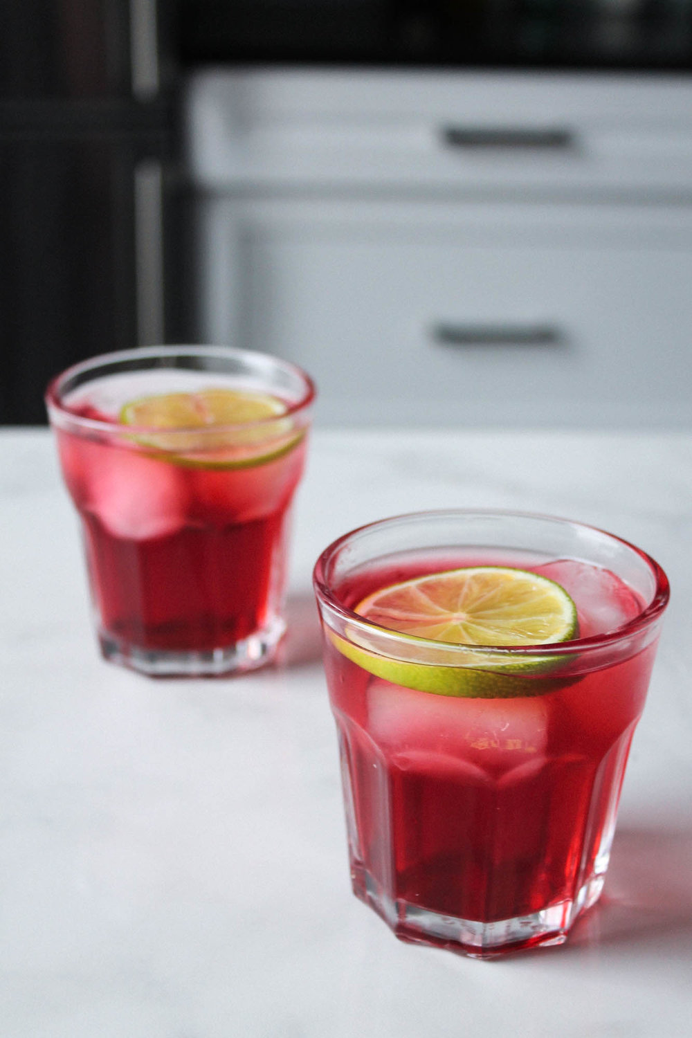 Ginger Hibiscus Switchel || This fermented drink recipe is easy and uses only a few ingredients. Perfect for a healthy detox! || www.creamandhoney.ca