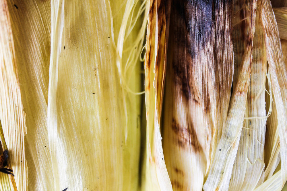 Charred Corn Husk || Grilled Corn + Poblano Salad with Tiger Shrimp || Delicious and healthy summer salad recipe grilled on the bbq. Perfect for parties and hot days! Gluten free + pescatarian.  || creamandhoney.ca