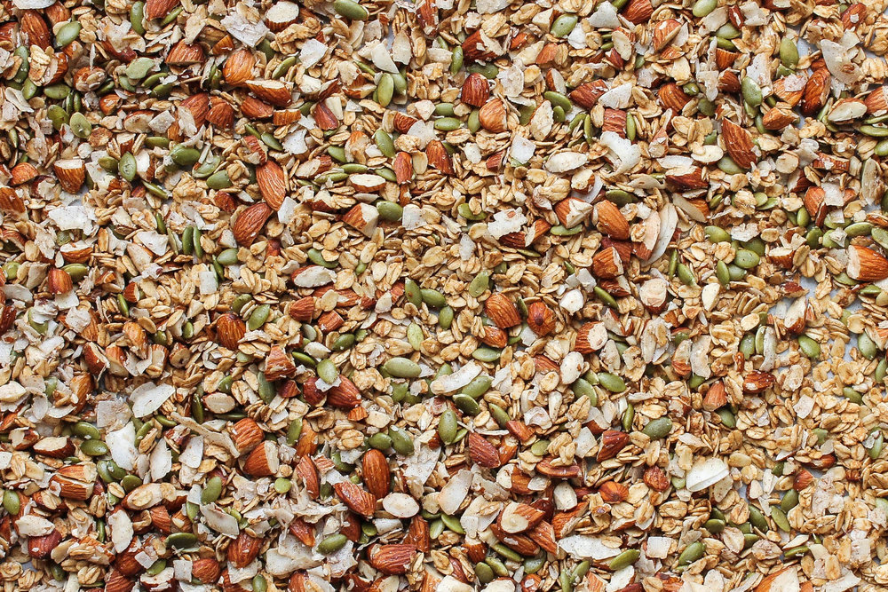 Maca Almond Granola || This healthy vegan granola made with almonds, pepitas, and maca powder is perfect for breakfast or a quick snack! Gluten free, no refined sugars and takes less than 30 minutes to make. || creamandhoney.ca