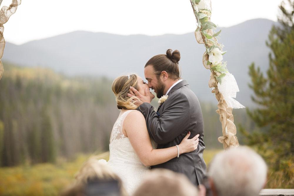kristen-vance-moose-lodge-crooked-creek-fraser-colorado-wedding-2017-3.jpg