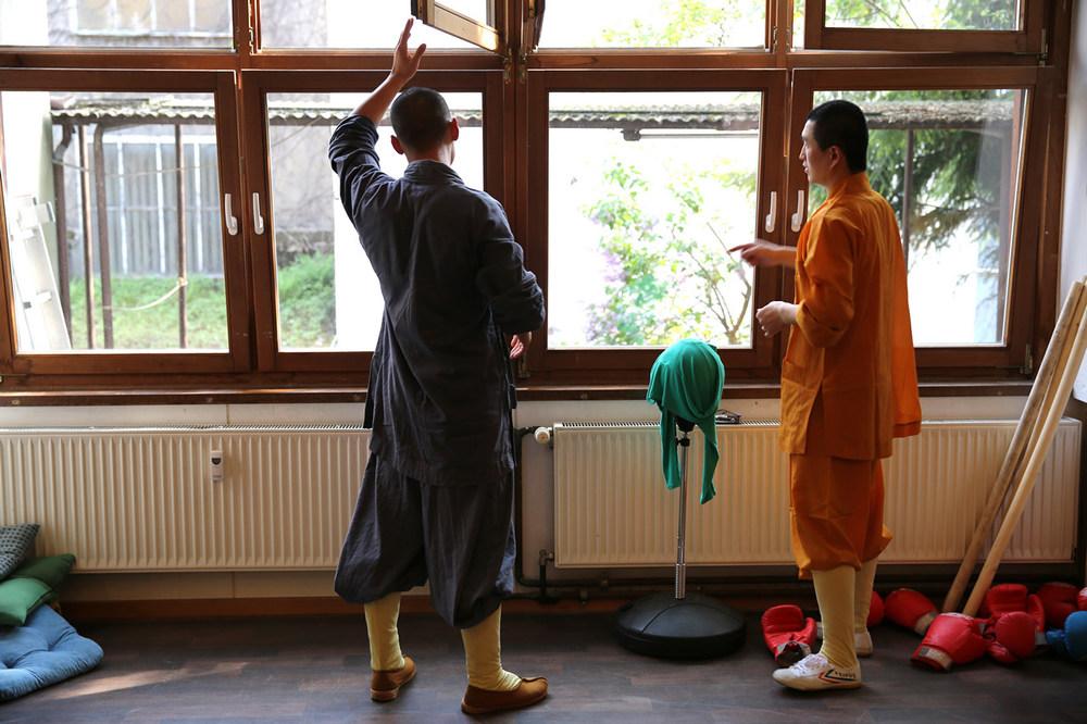 shaolin-warrior-monk-friends_15188216989_o.jpg