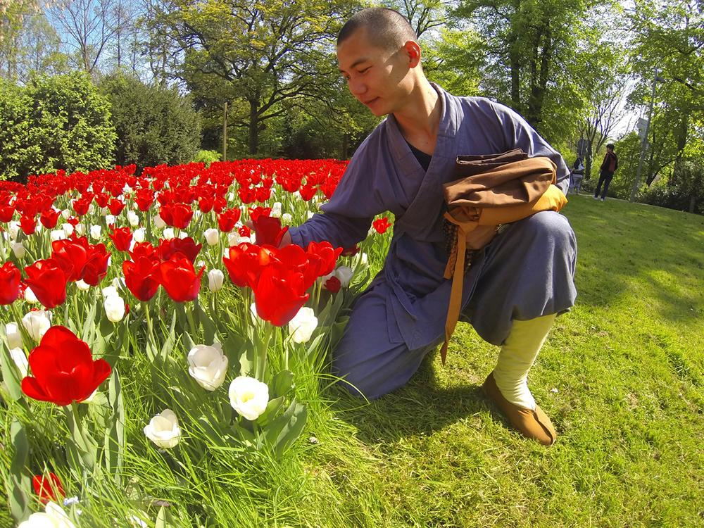shaolin-monk-likes-tulips_15188540678_o.jpg