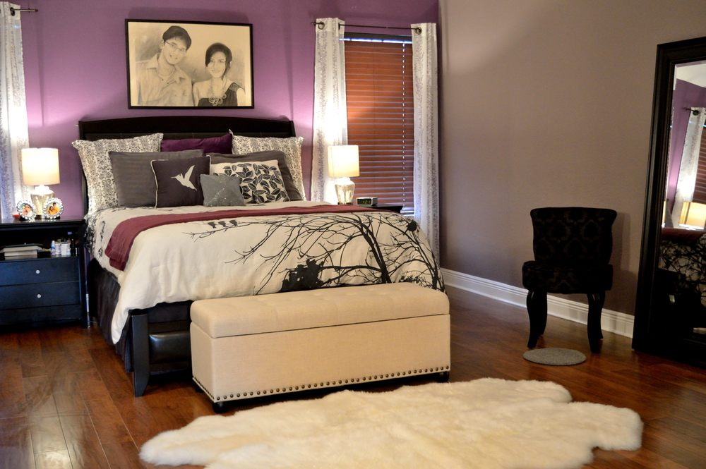 Lovely The White And Black Provide A Good Contrast To The Eggplant Color And  Complement The Grayu0026nbsp