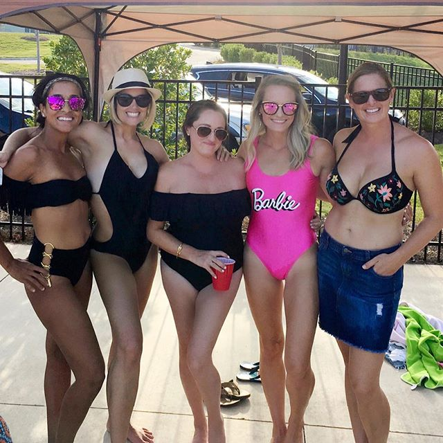 Just because we're #moms, doesn't mean we can't look cute, too! These are some of the strongest & most beautiful #women I know (inside & out) - so proud to call them #friends 👯‍♀️😍😘! #badassmoms #neighborsandfriends #summer2018