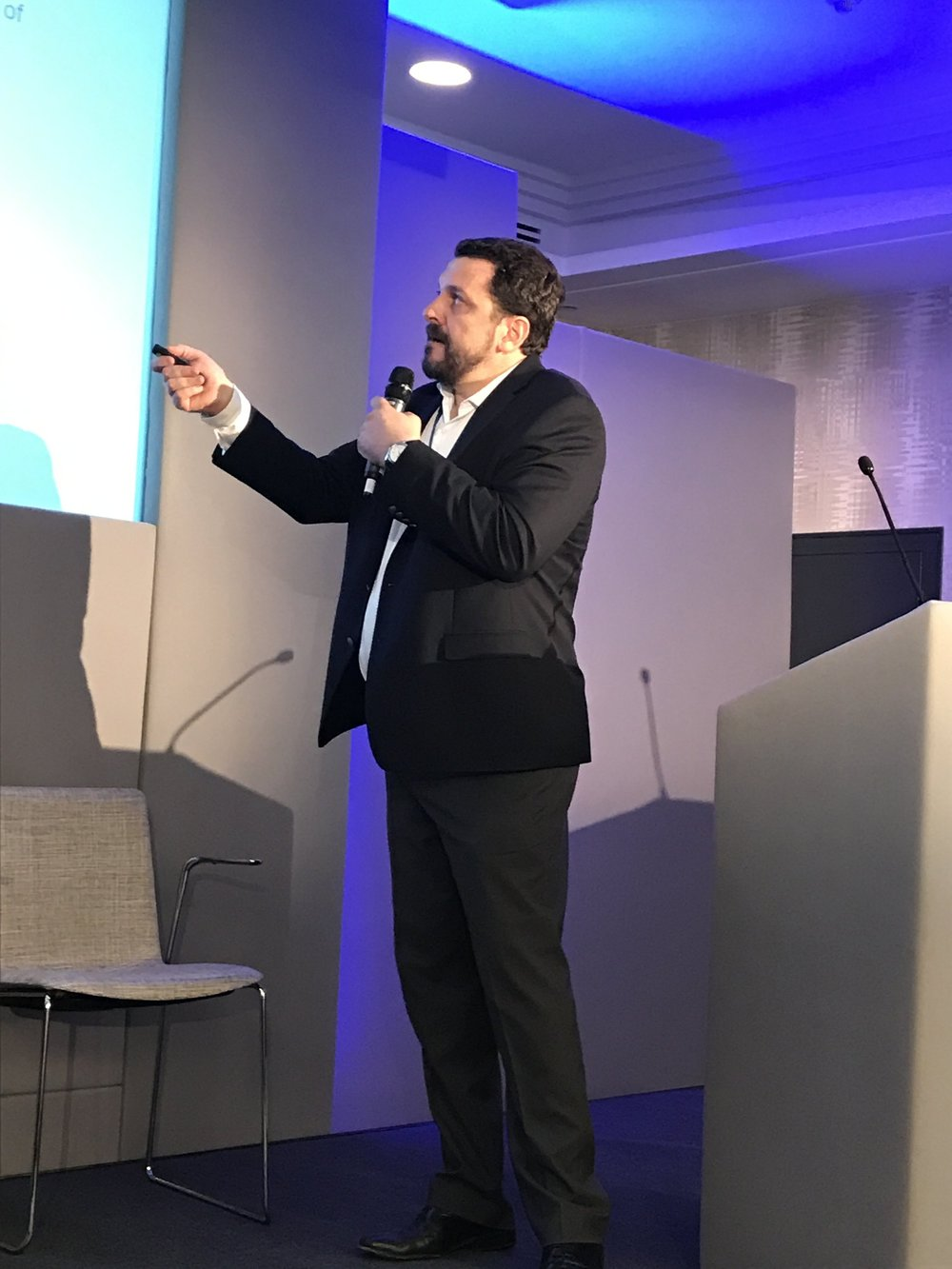 Dr. Hernan Amartino presenting.