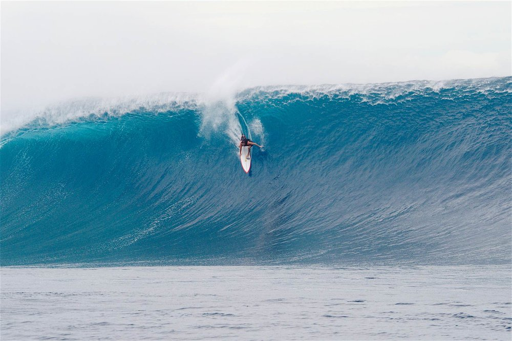 WAVE OF THE DAY: Laurie Towner – on one of his many late drops.