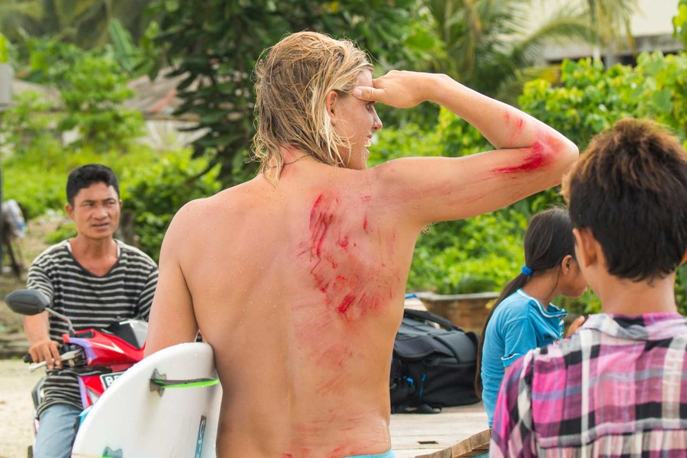 Hawaiian Big Wave Surfer Koa Smith - Being dragged across the reef meant the End of his trip.
