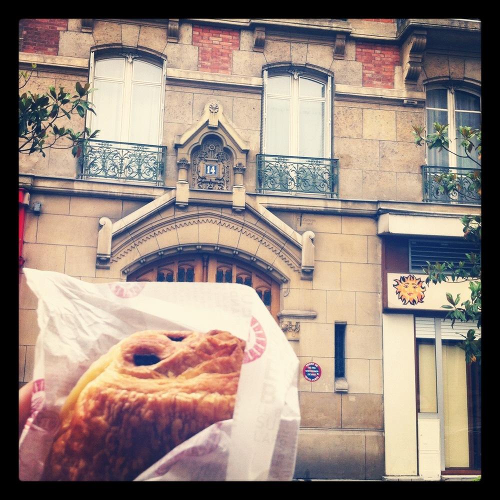 paris croissant.jpg