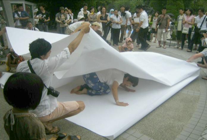 Hiroshima-Japanese-paper-crane-making.png