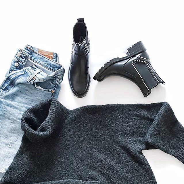 Back to basics . . . . . . #wardrobestylist  #stylesubmit  #stylist  #personalstylist  #whatimwearing #ootdmagazine #netadresser #styleblogger #fblogger #igstyle #outfitdailyofficial #ootdfash #bloggerstyle #minimalstreetstyle #aboutalook #currentlywearing #stylehunter #stylecollective #chictopia #stylegram #instastyle #streetstyleluxe #40plusstyle #realmumstyle  #womenwithstyle #street_style_paris #realoutfitgram #stylefile #stylediaries