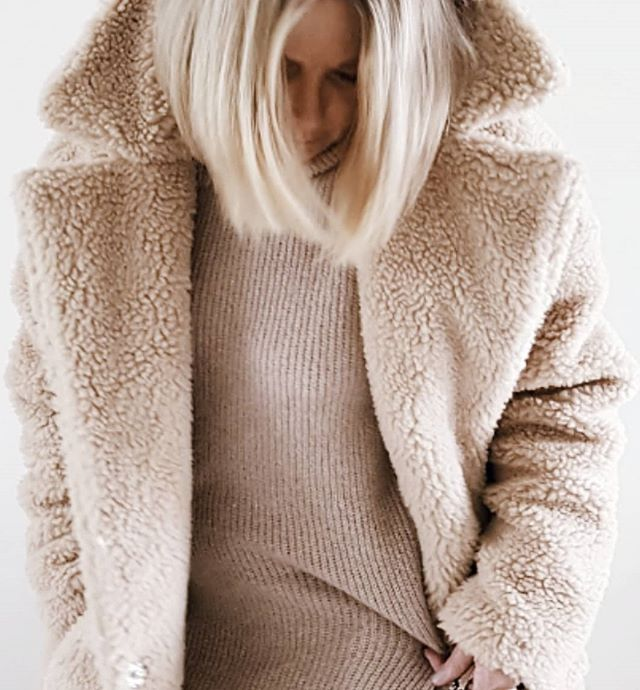 Bundled up. . . . . . #wearitloveit #myshopstyle #realmumstyle #stylediaries #styleblogger #fblogger #ootdsubmit #realoutfitgram #womenwithstyle #thestreettogram #netadresser #40plusstyle #bloggerstyle #minimalstreetstyle #styleinspo #personalstylist  #currentlywearing #stylehunter #stylecollective #chictopia #stylegram #street_style_paris #streetstyleluxe #nordicstreetstyle  #outfitoftheday #outfitdailyofficial #ootdmagazine #minimalchic