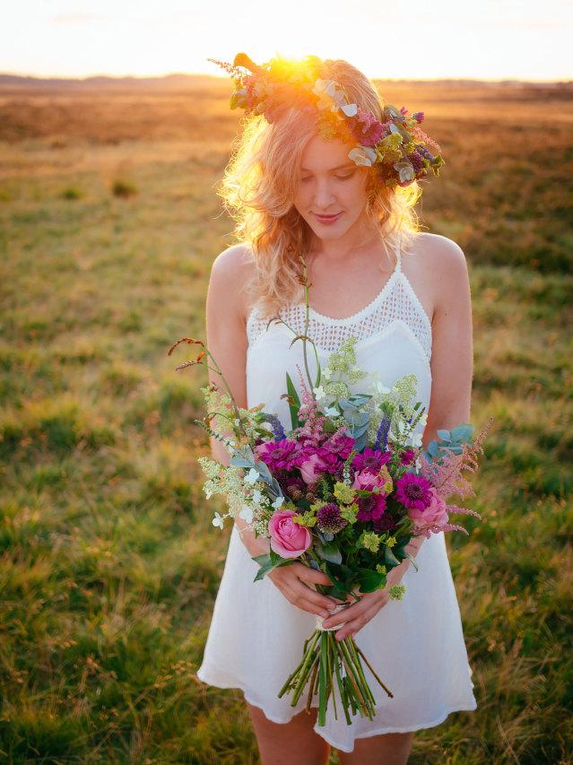 640_bohemian-shoot-bruid-zonsondergang-bloemenkrans-bruidsboeket[1].jpg