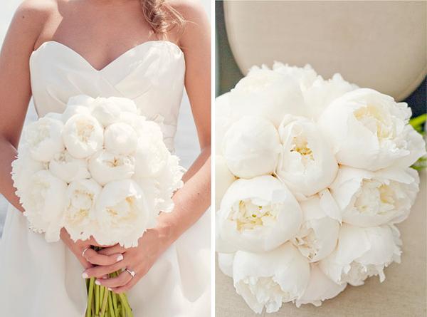bruidsboeket met witte pioenrozen.jpg