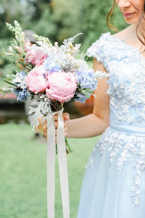 bruidsboeket met pioenrozen en hortensia
