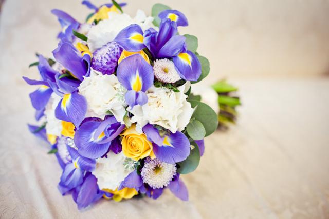 bruidsboeket met iris.jpg