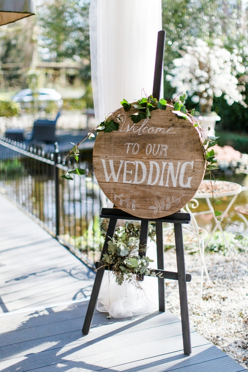 Relaxed buiten bruiloft