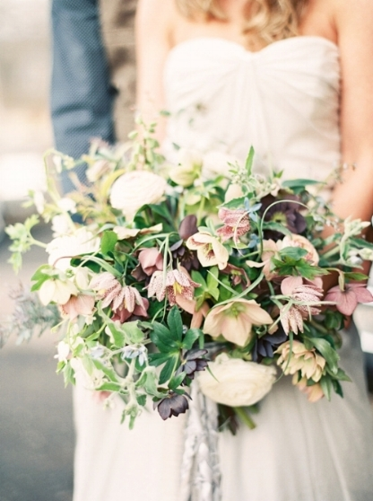 bruidsboeket met veldbloemen