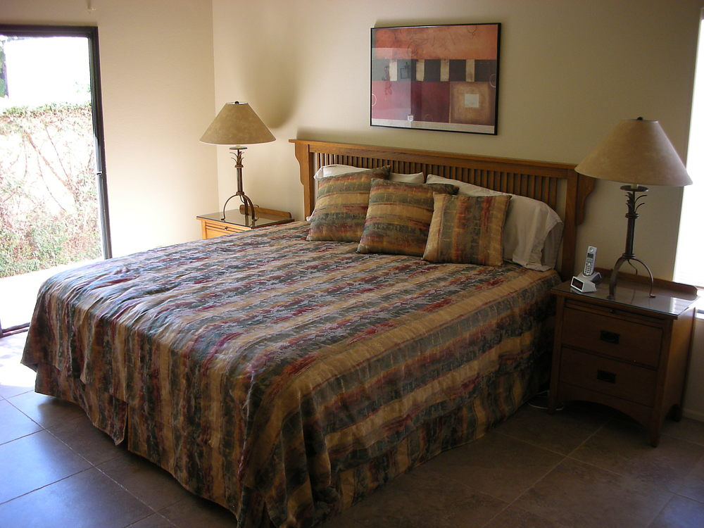Master bedroom: Eastern king bed