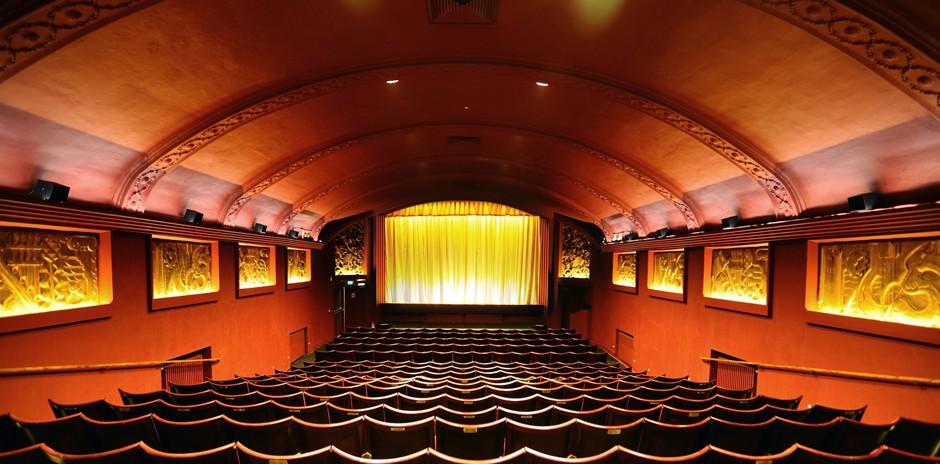 d0b33a6ccc8b1a97932e36036702f98d_Phonix-Cinema-interior-940-464-c.jpg