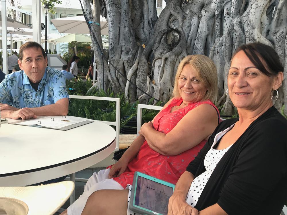 Rick Thomas, with Australian students Irene and Bridget Stewart under the Banyan tree at Waikiki