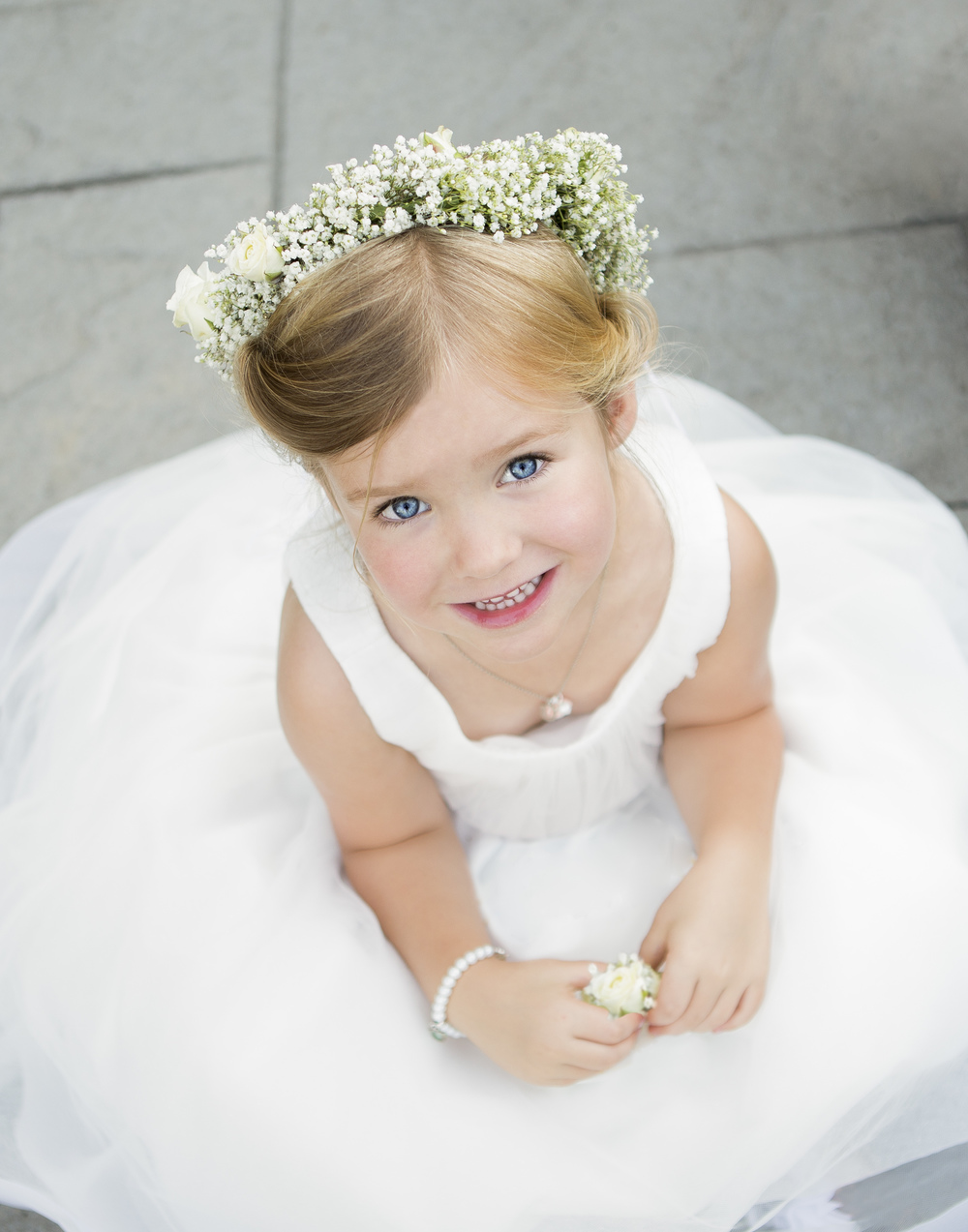 Wedding-flowergirl-innocent-babiesbreath