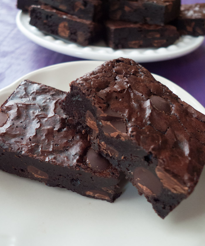 Click through to get the recipe for these low-FODMAP, gluten-free, dairy-free brownies! The best part is that they're so easy and can be made in one bowl! They're rich and fudgy and have beautiful shiny tops. If you need a go-to treat on the low-FODMAP diet, this should do it. Click through for the recipe!