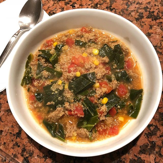 MY GO-TO SOUP 🍵 * It was cool enough in Chicago last weekend for soup. * This is quinoa + ground turkey + diced tomatoes + collard greens + corn (FYI-about 1/4 cup or half cob of corn is a low FODMAP serving 🌽) * Do you have a go-to soup?