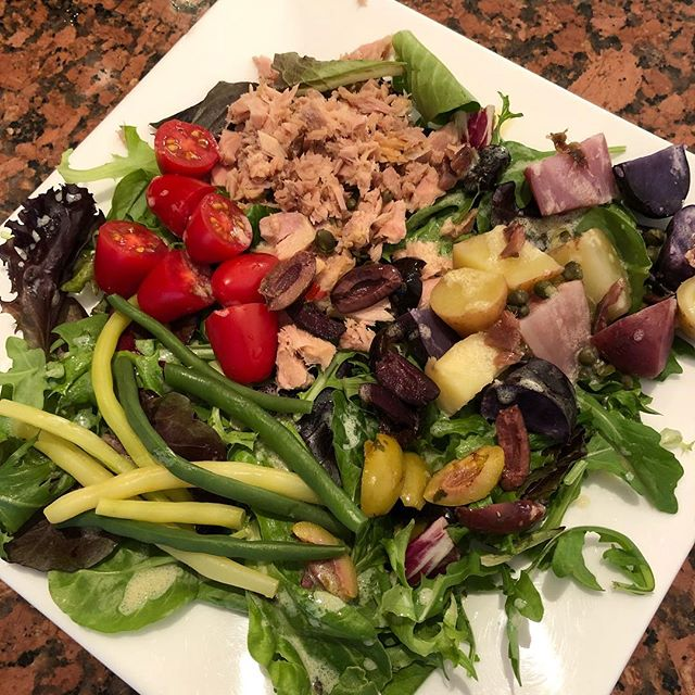 NICOISE SALAD🥗 * Tonight's dinner was 👍 * This refreshing salad is something I love making in summer ☀️ *  Sometimes I tweak the recipe (left out hard boiled eggs today), and it's always great. *  Click my profile link for my recipe on the blog ▶️▶️