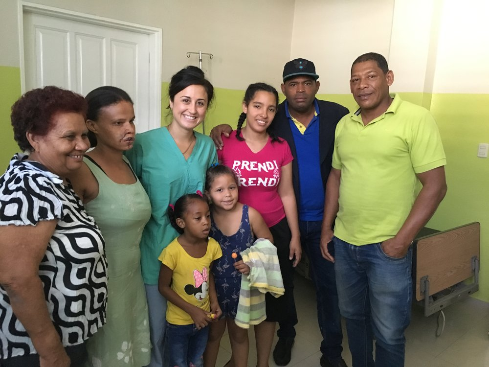 Jacqueline poses with patients at the hospital in Peralta, DR.