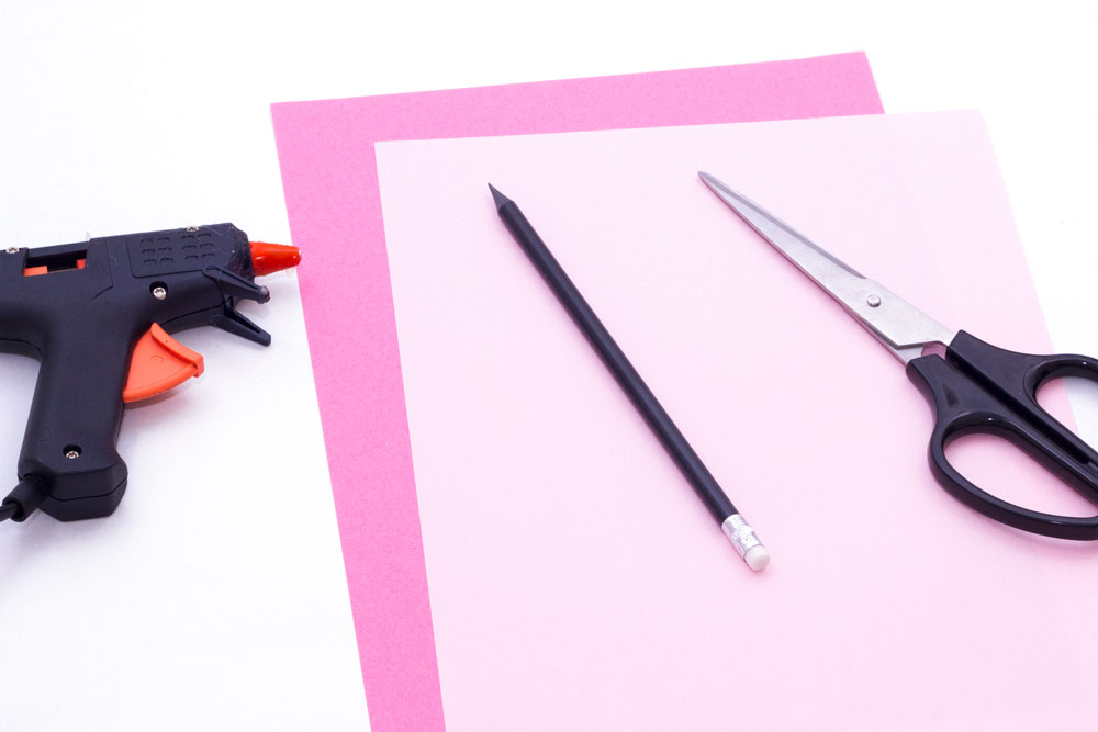 You will need: Paper - Light pink x 3 dark pink x 3 Pencil Glue gun Scissors Card