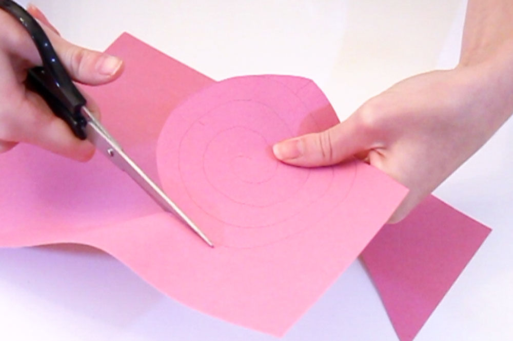 Step 1 Draw a spiral onto a piece of coloured paper and cut it out. The size of the spiral can vary, but it should be around 13cm diameter. The bigger the spiral the bigger the paper rose will be.