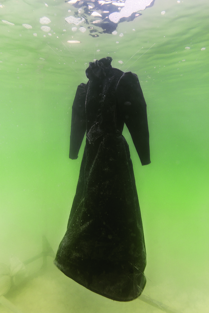 Sigalit Landau, Wedding Dress, Biennale2015