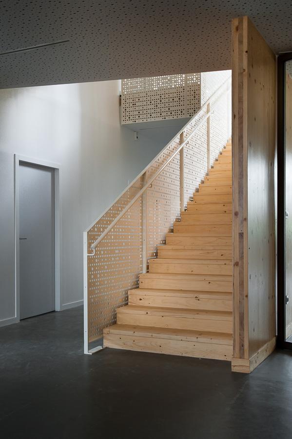MJC photographie architecture interieure escalier bois Paris