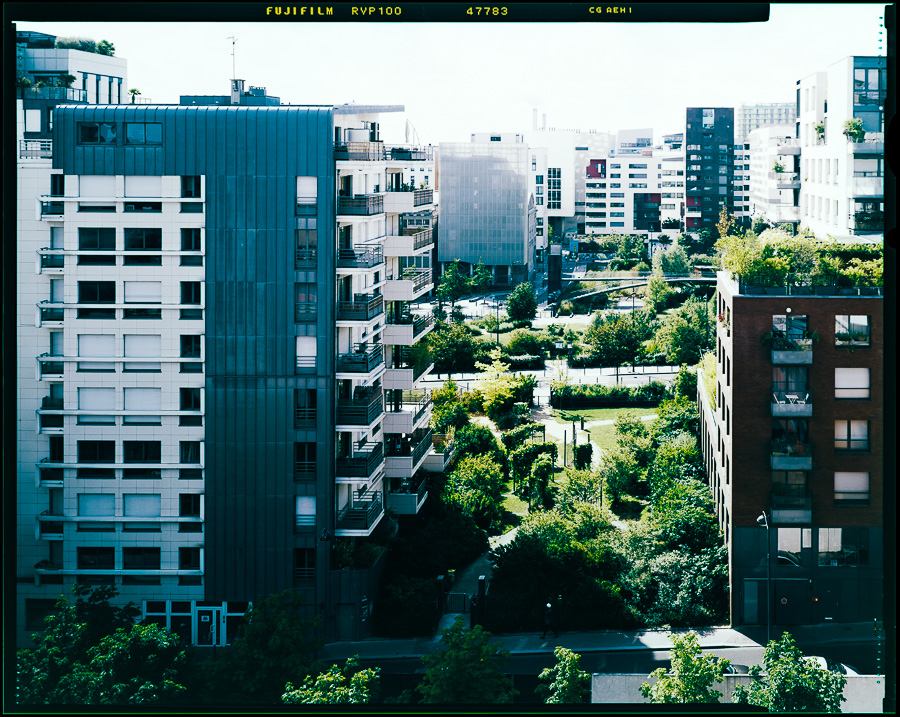 Chambre grand format photographie architecture immeuble jardin Paris