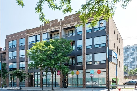 01_5427NBroadway_BroadwayPlaceapartments_57_FrontView_LowRes.jpg
