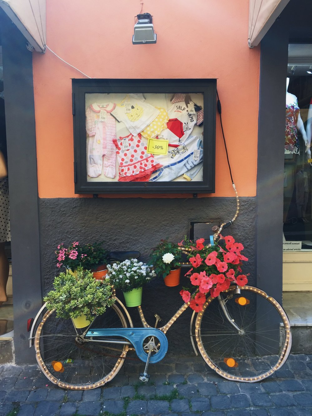 - If you look closely, there is so much detail that goes into these lovely garden bikes. From their colors to their plants, you can tell a lot of thought goes into each decoration.