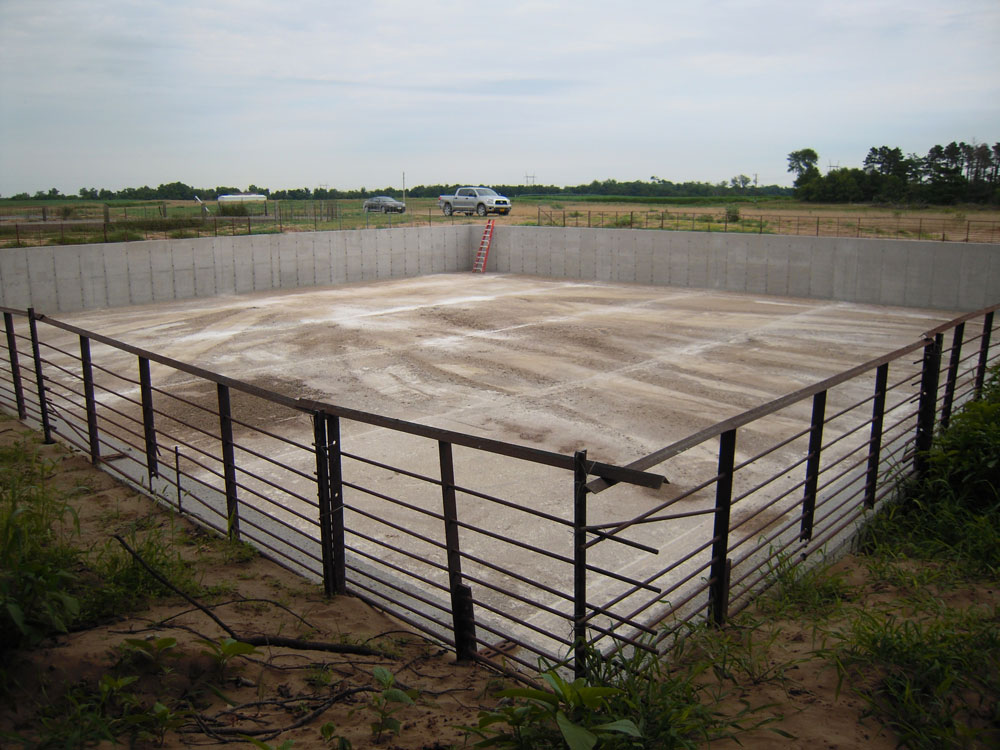 Concrete-Manure-Pit-1.jpg