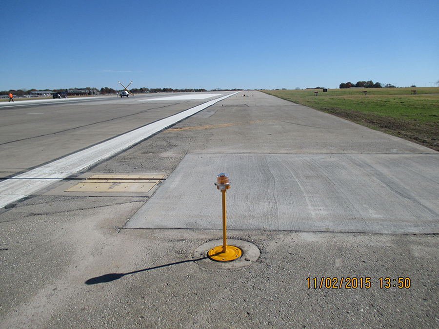 Des Moines International Airport - Runway 13-31 - LT Leon.jpg