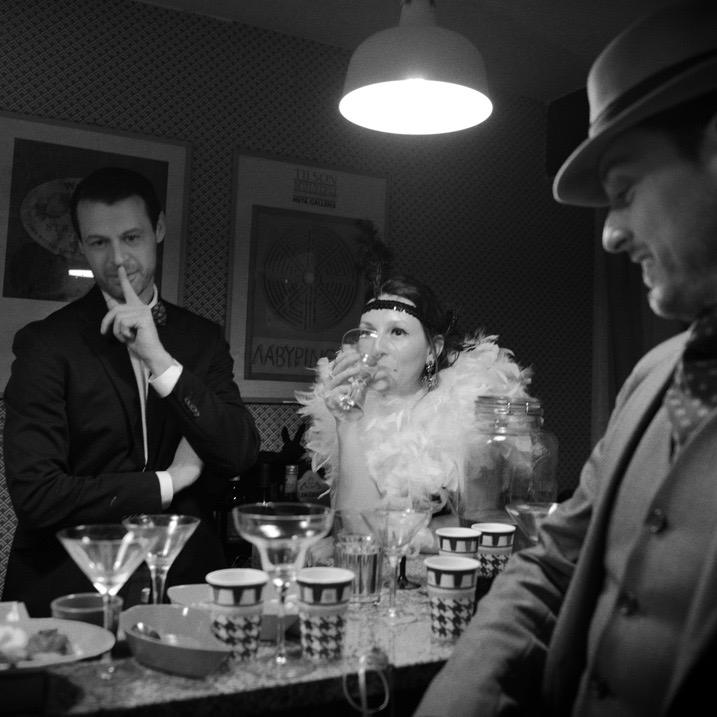 Per la festa di carnevale anni'20 abbiamo scelto il Kit Festa Vogue, adatto anche allesituazioni più eleganti grazie all'alternanza di bianchi e neri. - Kit Festa Vogue Magò.