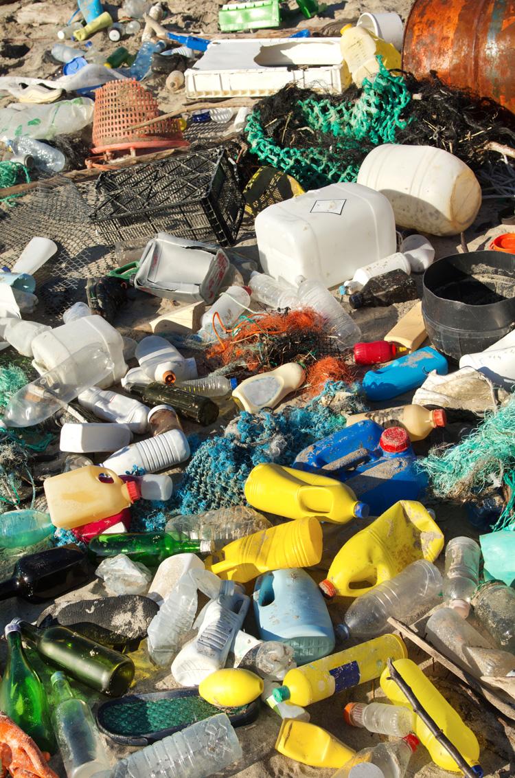 La nostra risposta a questo fenomeno disastroso è aver creato accessori green e di qualità per le feste. -