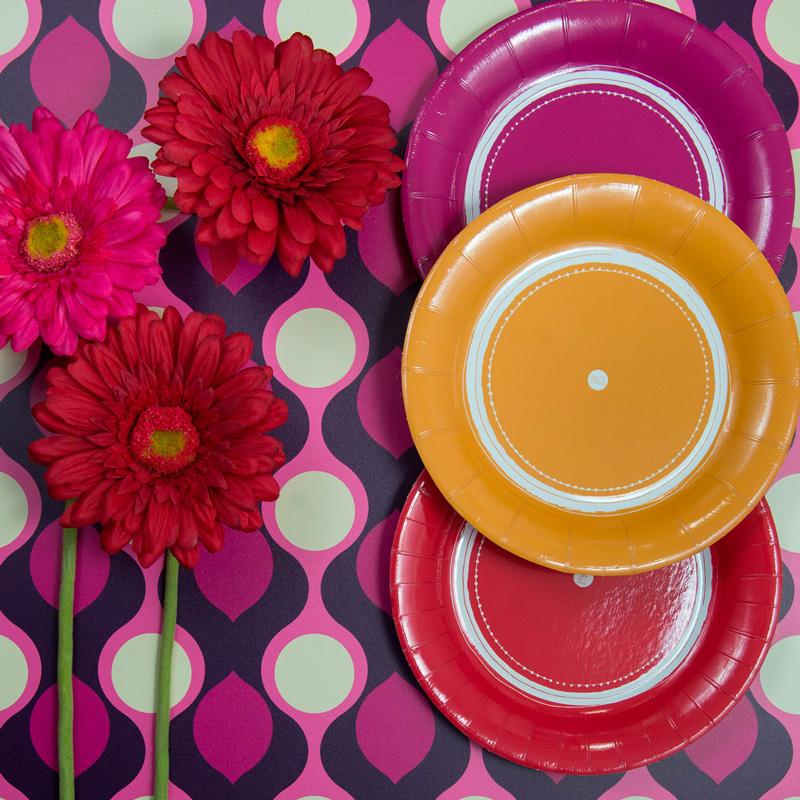 Il festeggiato sceglierà fra i colori della Collezione Pois quelli che preferiscee voi completerete l'opera con bicchieri azzurri o rosa a seconda che si tratti di un bambino o una bambina. - Scoprite la Collezione Pois di Magò.