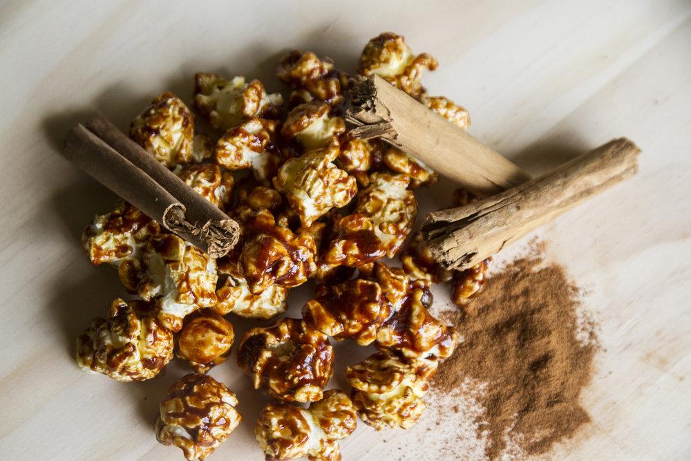 Popcorn tuttigusti da servire nelle bustine Magò, golosi e facili da preparare! I nostri sono al caramello e alla cannella. -