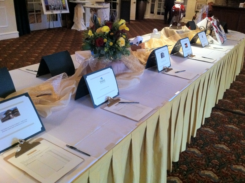 Clean and simple silent Auction Set up