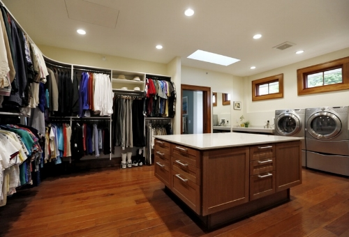 Another wardrobe, dressing room, laundry combination. Hold on a minute. Someone else has had the same idea!    Image Source - Clipgoo.com